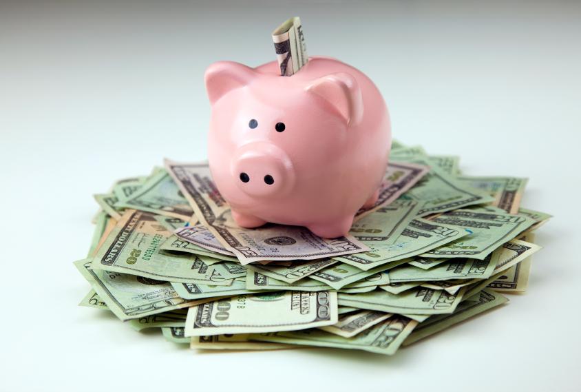 Gửi tiền tiết kiệm ngân hàng là gì, nên gửi tiết kiệm hay mua bảo hiểm?