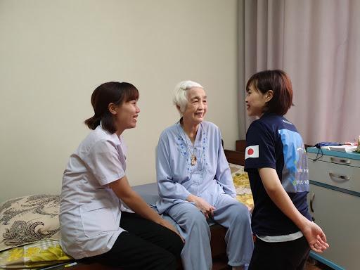 Chăm sóc Người cao tuổi tại Việt Nam và Nhật Bản